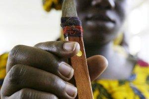 Nigeria delegalizuje obrzezanie kobiet. Ale prawo nie za�atwi tego problemu