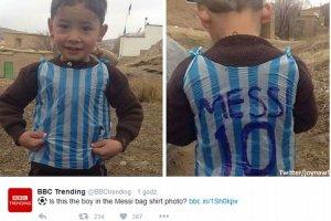 Ma�y Messi w koszulce z plastikowej torby! Pami�tacie? Zosta� odnaleziony nie w Iraku, a w Afganistanie! [ZDJ�CIA]