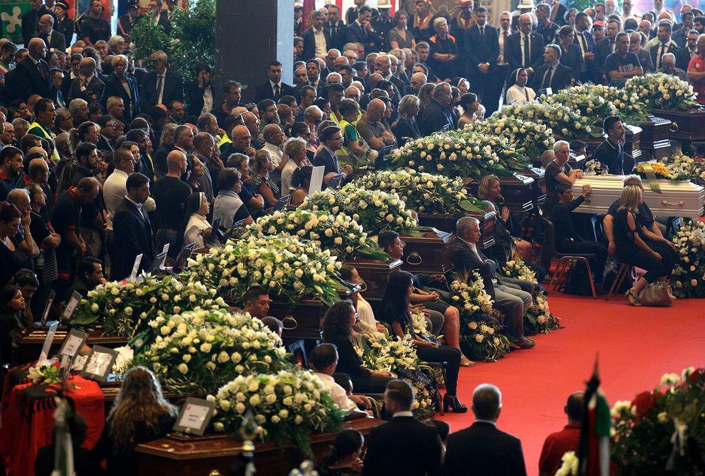 Pogrzeb ofiar katastrofy mostu w Genui