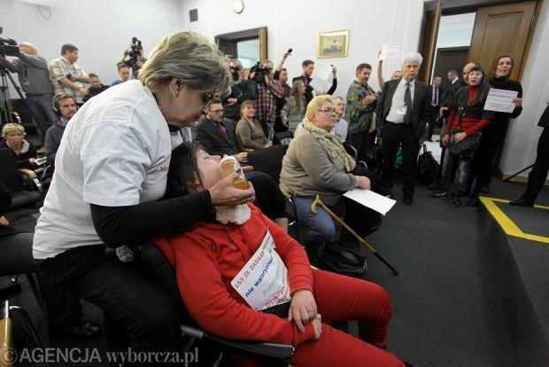 Zdj�cie numer 6 w galerii - Rodzice z niepe�nosprawnymi dzie�mi protestuj� w Sejmie. S� gotowi zosta� w budynku nawet cztery dni