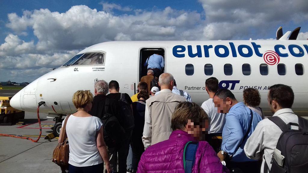 LOT-owski samolot Bombardier Q400 obsługujący trasę Warszawa - Lublin