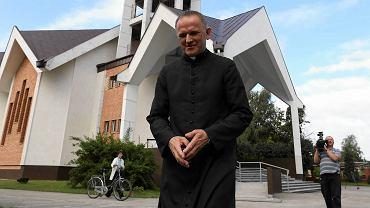 16.07.2013 Jasienica koło Warszawy. Ksiądz Wojciech Lemański po odprawionej mszy świętej