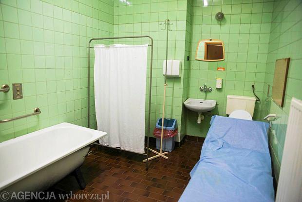 """""""Nieodpłatny remont łazienek"""". Ogłoszenie szpitala wywołało burzę, ale ludzie chcą pomóc"""