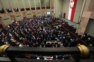 """Sejm uchwalił ustawę """"Za życiem"""". Opozycja: """"Haniebny projekt"""", """"Zapowiedź zaostrzenia przepisów aborcyjnych"""""""