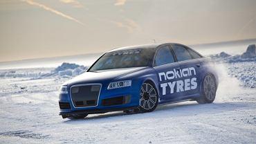 Nowy rekord prędkości na lodzie: 335,71 km/h