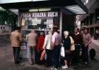 Biznes w PRL: Jak się stało w kolejkach