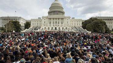 Protesty przeciwko dostępowi do broni