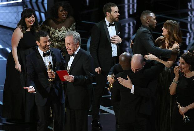 """Oscar 2017 dla """"La La land""""? Dla """"Moonlight""""! Wielka pomyłka na gali. Nasze podsumowanie"""