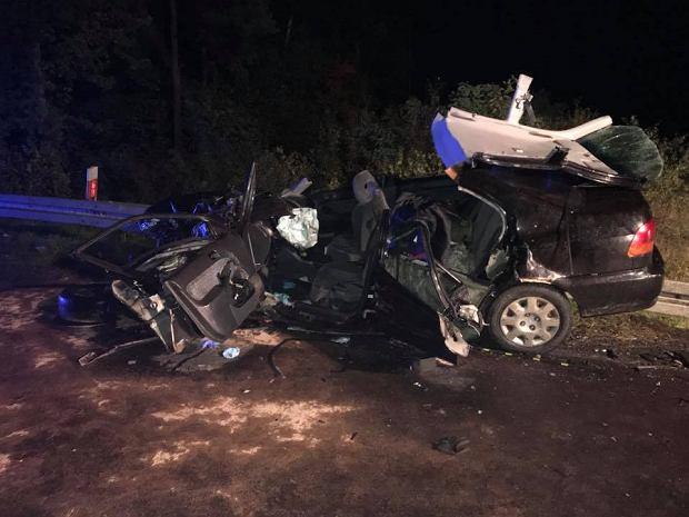 Tragiczny wypadek pod Częstochową. 19-latka straciła panowanie nad autem, dwie osoby zginęły