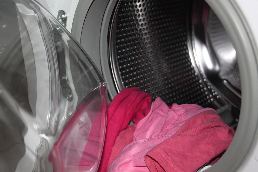 Słupsk. Dziecko schowało się w pralce w czasie zabawy