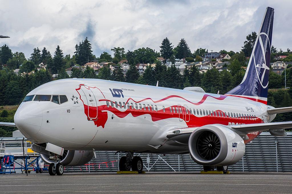LOT-owski biało-czerwony boeing 737 MAX 8 w fabryce Boeinga w Renton