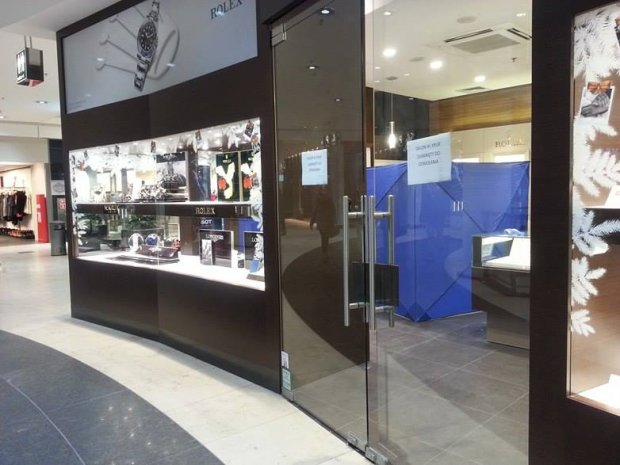 Napad na salon jubilerski Kruk w Galerii Ba�tyckiej w Gda�sku. Sprawcy ukradli m.in. kosztowne zegarki znanych marek