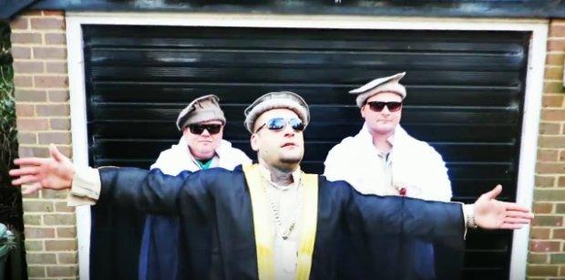 Kadr z klipu do utworu
