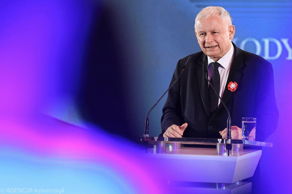 Prezes PiS Jarosław Kaczyński przemawia podczas 'społecznych' obchodów Święta Niepodległości, organizowanych przez jego partię w Krakowie