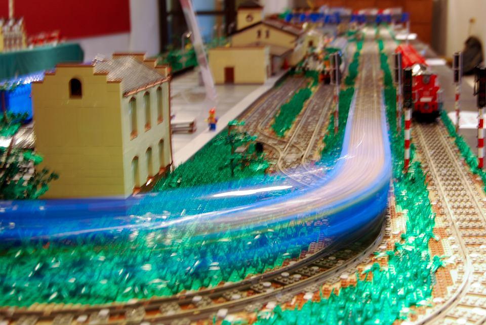 Gryfne Klocki Zachwycają Dworzec Z Lego Budowali Dwa Lata