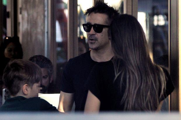Colin Farrell wybrał się z synem do Starbucksa. Towarzyszyła im kobieta łudząco podobna do Alicji. Bardziej prawdopodobne jest jednak, że była to obecna partnerka aktora.