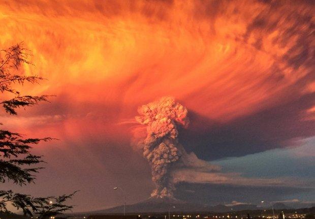 Spektakularne erupcje wulkanu. Czerwony alert w Chile