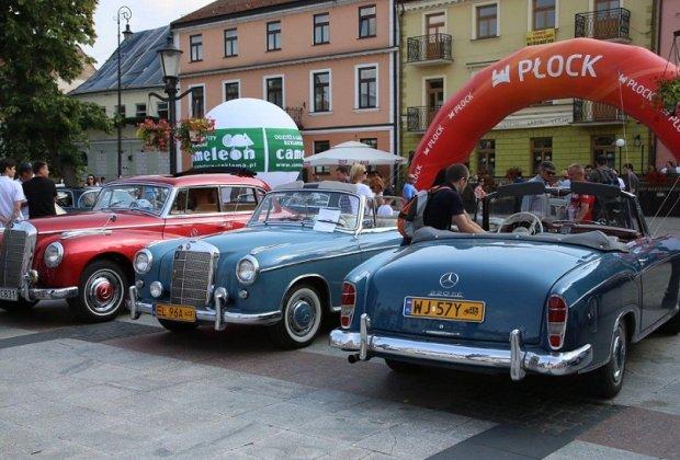 Mercedesem po Wiśle | Na Starym Rynku w Płocku