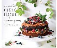 Ciasto czekoladowe z rozmarynem i owocami
