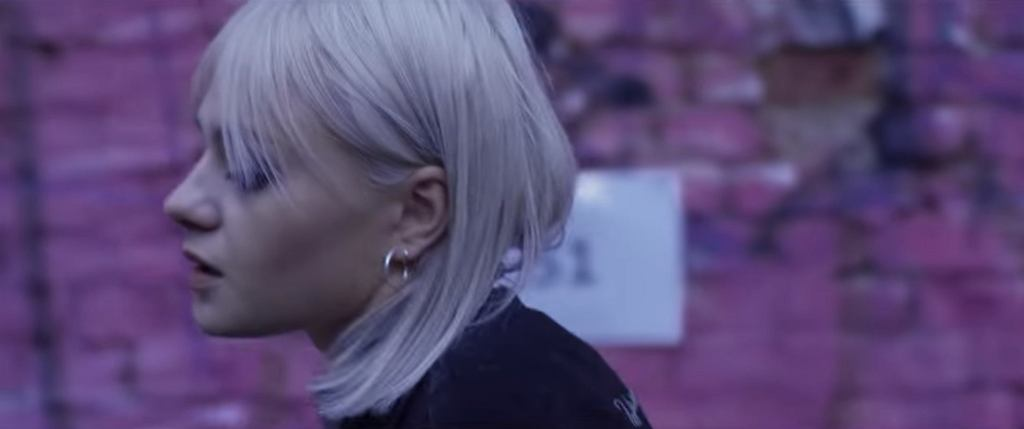 Rosalie. / kadr z teledysku 'Pozwól'/ screen z YouTube