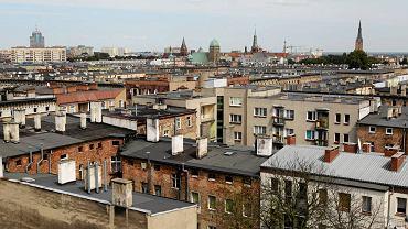Dachy szczecińskich kamienic pamiętających przedwojenne czasy