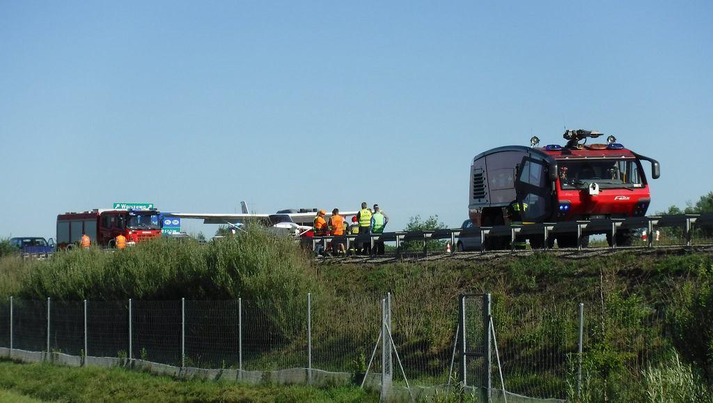 Awaryjne lądowanie awionetki na autostradzie A4