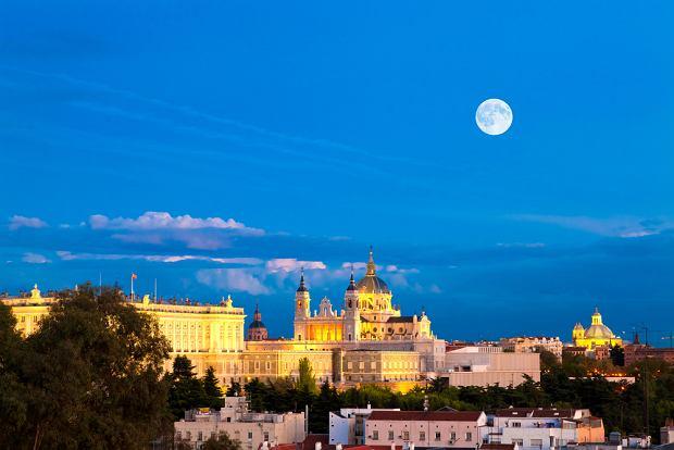 Madryt Hiszpania - Katedra Almudena i Pa�ac Kr�lewski