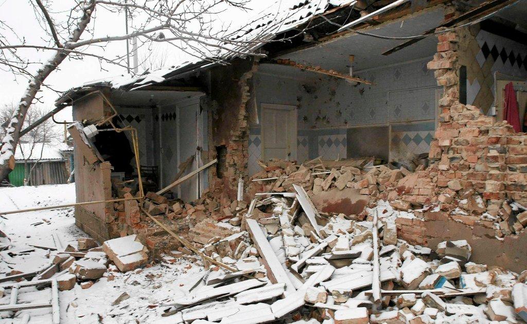Dom w okolicach Doniecka zniszczony w wyniku działań wojennych