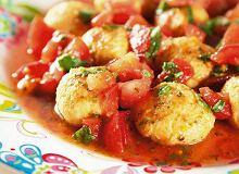 Pulpeciki z ciecierzycy z pomidorową sałatką - ugotuj