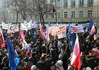 """Marsz """"My, Nar�d"""" idzie ulicami Warszawy. Po horyzont morze ludzi [WIDEO]"""