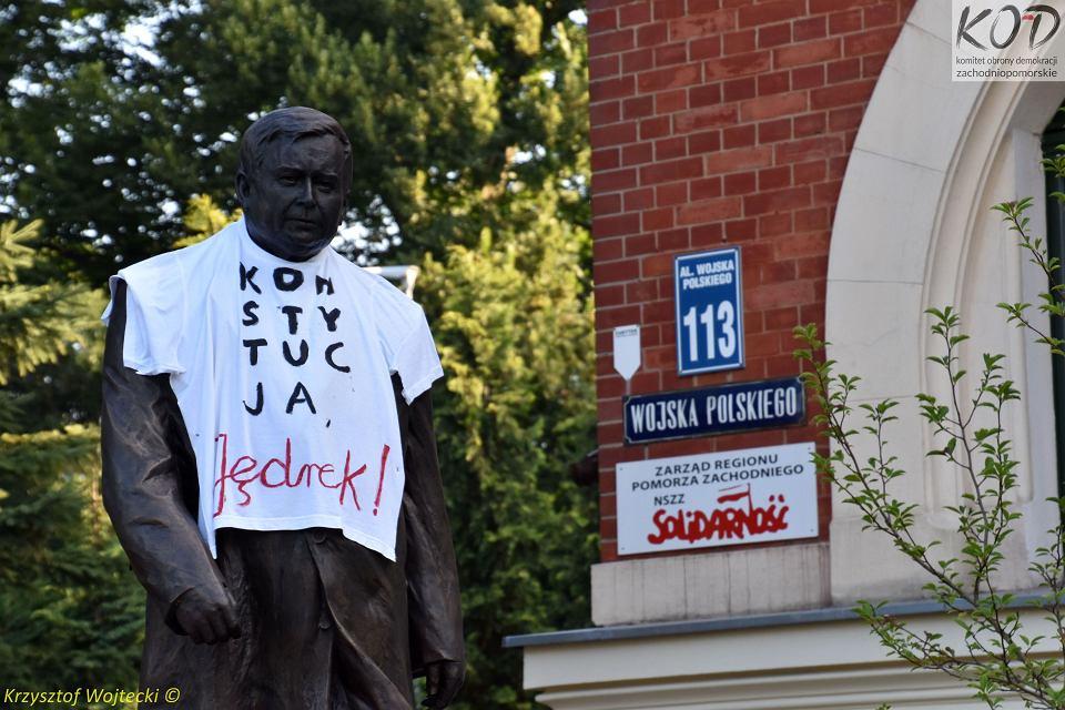 'Przebrany' pomnik Lecha Kaczyńskiego w Szczecinie