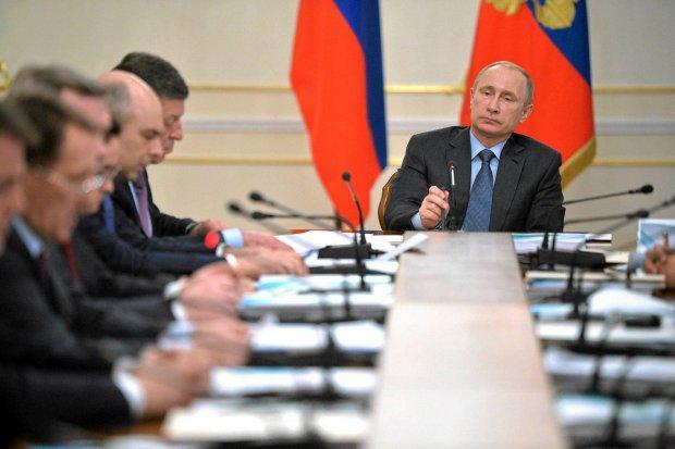 """""""Układ władzy w Rosji to piramida, ale odwrócona. Czubkiem jest Putin. To na nim wszystko się trzyma"""". Skąd afera wokół nieobecności rosyjskiego prezydenta?"""
