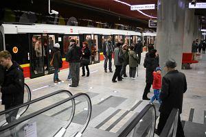Druga linia metra już otwarta. Pierwszego dnia jeździliśmy za darmo, więc przyszły tłumy