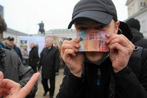 Wkrótce ma ruszyć odwalutowywanie kredytów frankowych. Na razie tylko w jednym banku
