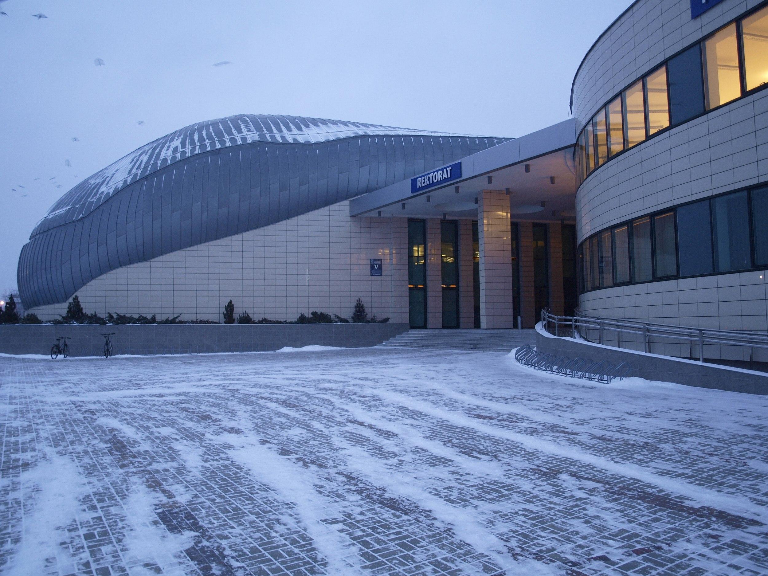 Kopuła nowego budynku Politechniki Rzeszowskiej nawiązuje kształtem do kropli wody (fot. Mateusz Witkowski)