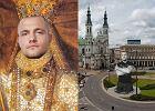 """W internecie obwo�ali Trybsona z """"Warsaw Shore"""" kr�lem. ��daj� jego pomnika na Pl. Zbawiciela [MEMY]"""
