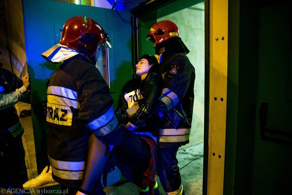 Zdjęcie numer 10 w galerii - Symulacja karambolu z kilkudziesięcioma rannymi. Duże ćwiczenia w tunelu pod Martwą Wisłą [ZDJĘCIA]