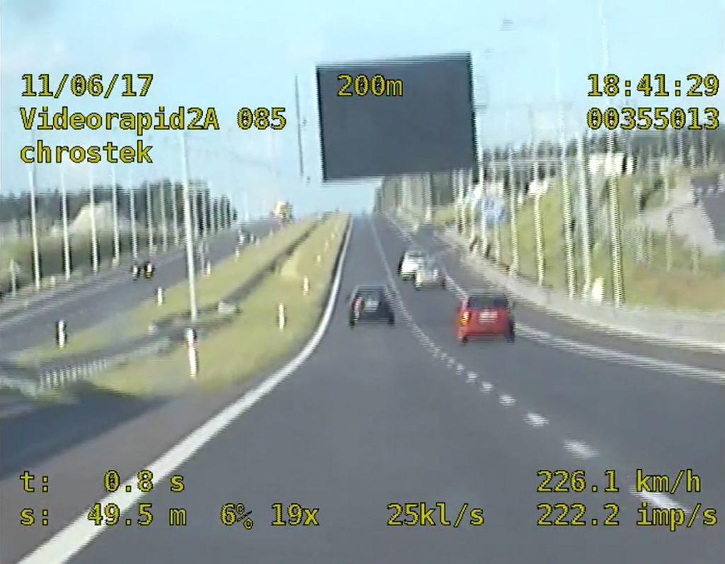Pirat drogowy jechał z prędkością 226 km/h