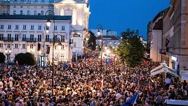 'Chcemy weta' - manifestacja pod pałacem prezydenckim w obronie niezawisłości sądownictwa.