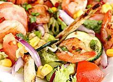 Sa�atka z grillowanych warzyw i krewetek - ugotuj