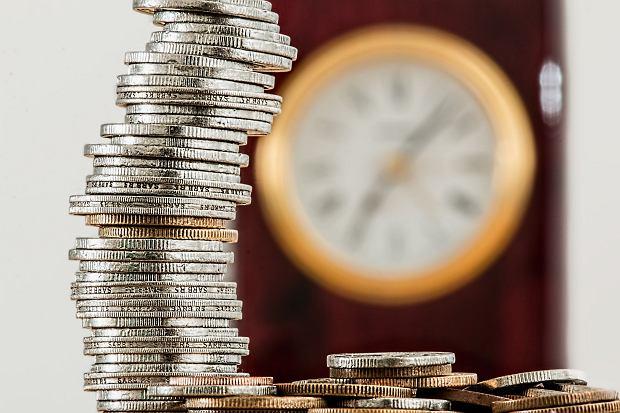 Dlaczego warto samodzielnie oszczędzać i jak to robić bezpiecznie oraz skutecznie?