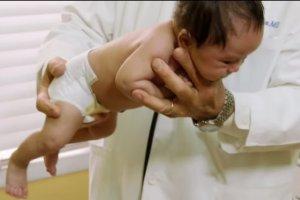 Uspokojenie płaczącego niemowlaka w kilka sekund? Trzy skuteczne metody kojenia niemowląt