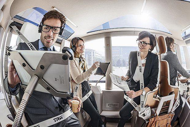 Pasażerowie podróżują w pozycji półstojącej