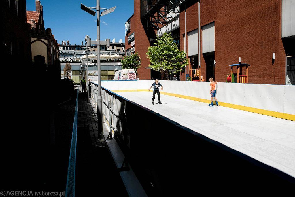 gdzie poślizgać się na sztucznym lodzie latem ? panele syntetycznego lodu AMARGiCE pomogą Ci z pewnością !