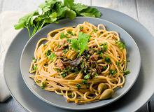 Spaghetti z zio�ami, cytryn� i anchois - ugotuj