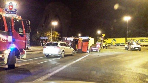 Ciężarówka przewróciła się na inne auta. Siedem osób w szpitalu