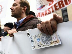 W sidłach kredytu. Kim są frankowicze, którzy ''chcieli żyć dobrze i żyć teraz''