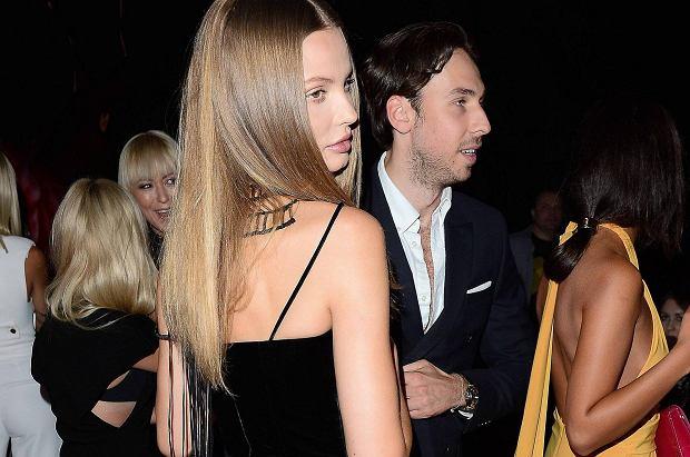 Magdalena Frąckowiak i Alex Przetakiewicz pojawili się razem na imprezie Magnum. Modelka na tę okazję wybrała bardzo odważną kreację.