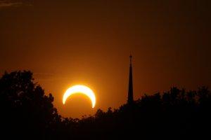 Zaćmienie Słońca - jak oglądać je w Polsce?