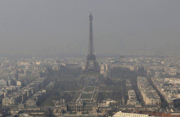 Pary� walczy ze smogiem. W poniedzia�ek na ulice b�d� mog�y wyjecha� tylko samochody o parzystej rejestracji